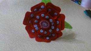 Fantastica flor de flamenca de fieltro