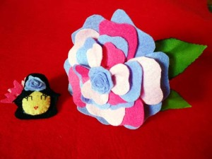 flor de flamenca y broche de fieltro